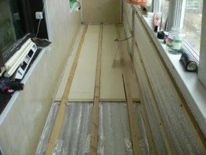 Чем застелить пол на балконе
