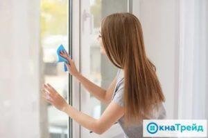 Окна снаружи и изнутри промывают