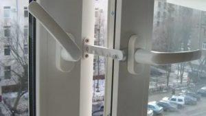 Как крепить ограничитель на пластиковые окна
