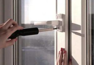 Как открыть пластиковое окно без ручки изнутри