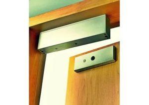 Установка магнитных замков на металлическую дверь