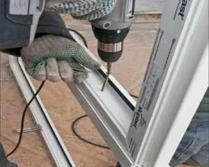 Установка металлопластиковых дверей своими руками