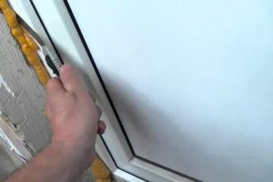 Чем заделать монтажную пену после установки двери