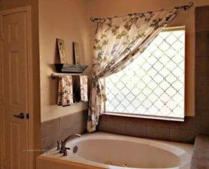 Как оформить окно в ванной комнате
