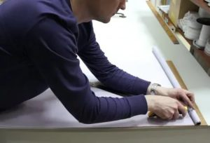 Как укоротить рулонную штору по ширине?