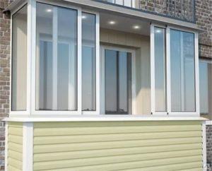 Чем застеклить балкон ПВХ или алюминием