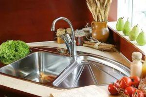 Угловая мойка для кухни – преимущества и особенности выбора