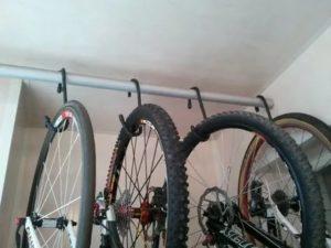 Как подвесить велосипед на балконе