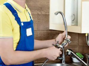 Как поменять смеситель на кухне – особенности самостоятельного проведения работ