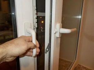 Можно ли открыть пластиковое окно снаружи
