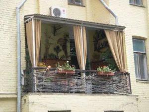 Незастекленный балкон чем закрыть