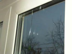 Треснуло пластиковое окно что делать