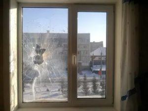 Можно ли разбить пластиковое окно