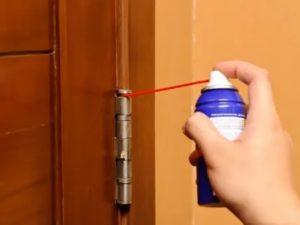 Скрипит дверь в комнате что делать?