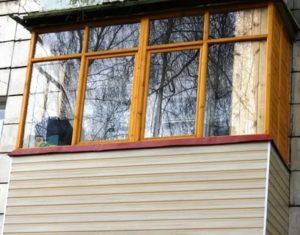Остеклить балкон деревянными рамами