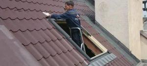 Установка окна в крышу из металлочерепицы