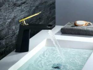 Черный смеситель в дизайне ванной: будет ли он уместным?