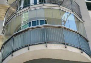 Радиусное остекление балкона