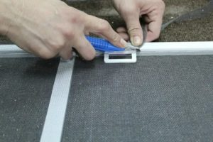 Как заменить москитную сетку на пластиковом окне