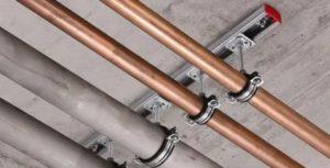 Как производить крепление труб: 2 основных способа