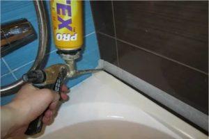 Как засиликонить ванную