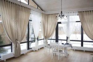 Оформление панорамных окон шторами