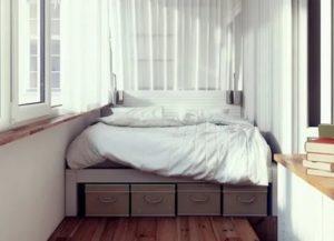 Спальня на балконе, или как сэкономить пространство в маленькой квартире