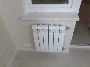 Как вывести батарею на балкон
