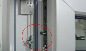 Не захлопывается пластиковая дверь на балкон