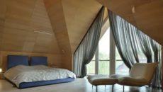 Шторы на треугольные окна в деревянном доме