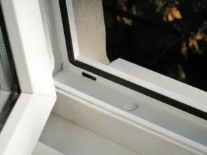 Отверстия в пластиковых окнах для вентиляции
