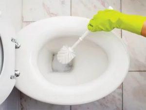 Как очистить унитаз от налета – распространенные варианты