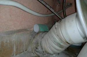Запах канализации: как с ним бороться и кто это должен делать