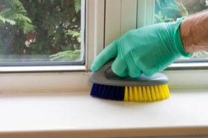 Как чистить пластиковые окна и подоконники