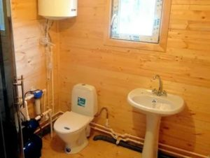 Водопровод на даче: как обустроить комфортную ванную и туалет в загородном домике