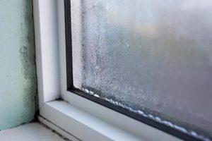 Почему потеют окна на балконе
