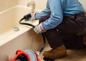 Чистка канализации в частном доме:  прочистка вантузом, гидродинамический способ