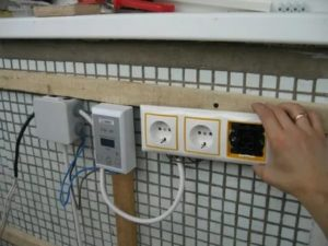 Как провести электричество на балкон