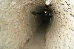 Канализационный коллектор и другие элементы городской системы канализации