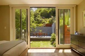 Витражные окна с выходом на террасу