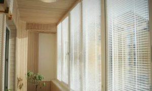 Чем закрыть окна на балконе от солнца