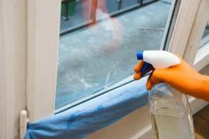 Чем отмыть белый пластик на окнах