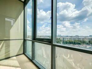 Монтаж балкона со стеклопакетами