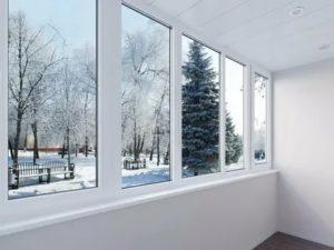 Можно ли стеклить балкон зимой