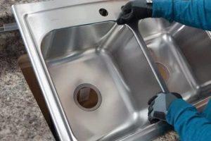 Как установить мойку на кухне в 3 этапа