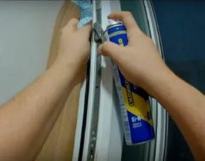 Нужно ли смазывать фурнитуру пластиковых окон