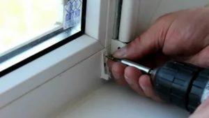Как вкрутить шуруп в пластиковое окно