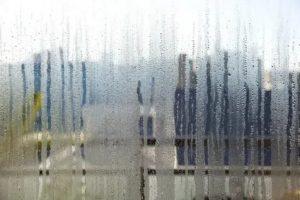 Текут пластиковые окна во время дождя