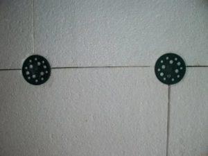 Крепление пенопласта к стене дюбелями