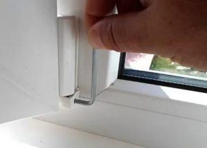 Провисла створка пластикового окна что делать